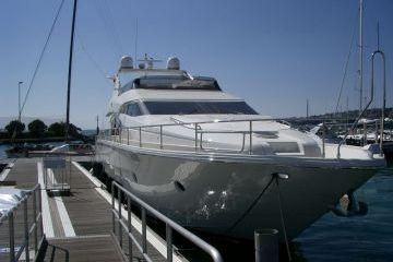 motoros yacht
